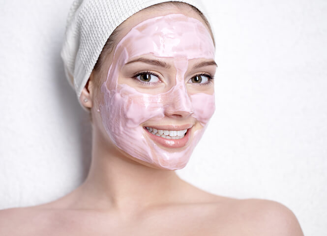 Anti-ageing face mask with pomegranate