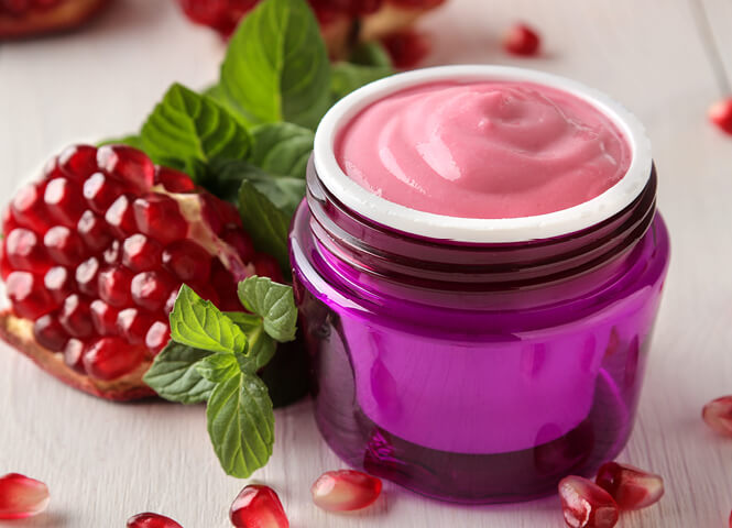 Face mask with pomegranate and yoghurt:  For glowing skin!